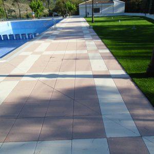 Césped residencial en piscinas verdepadel