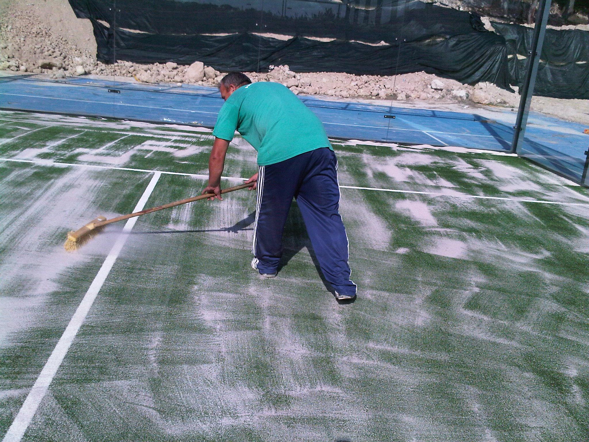 mantenimiento de pistas de p del verdepadel