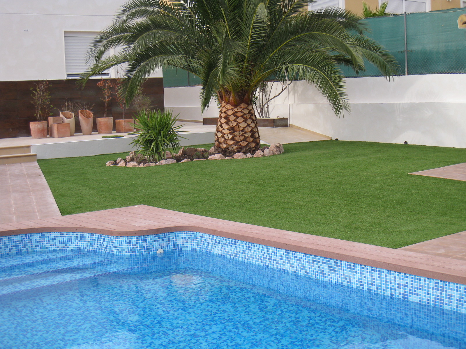 C sped artificial en jardines como elemento decorativo for Piscinas hinchables para jardin